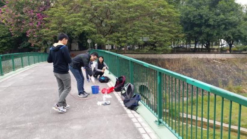 Student were enjoying the event to collect and measure at Lam Tsuen River.